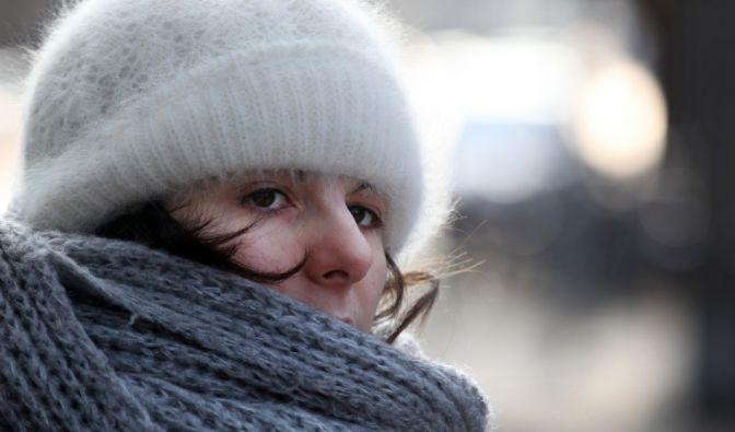 Frauen müssen sich stärker vor Kälte schützen. (Foto)