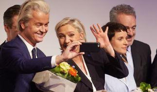 Frauke Petry (r.), Marine Le Pen und Geert Wilders sägen an Merkels Stuhl. (Foto)