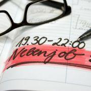 Freie Zeiteinteilung, glänzendes Gehalt und wenig Aufwand - wenn Stelleninserate mit solchen Versprechen locken, sollten Jobsuchende misstrauisch werden.
