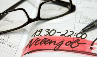 Freie Zeiteinteilung, glänzendes Gehalt und wenig Aufwand - wenn Stelleninserate mit solchen Versprechen locken, sollten Jobsuchende misstrauisch werden. (Foto)