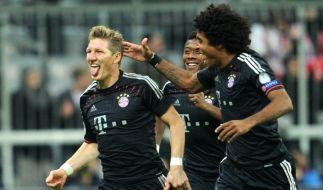 Freistoßtor mit Tolle: Bastian Schweinsteiger freut sich über das 1:0. (Foto)