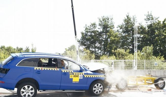 Frontalunfälle: ADAC optimiert Crashtest-Verfahren (Foto)