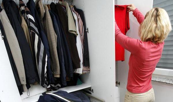Frühjahrsputz im Kleiderschrank (Foto)