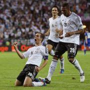 Fünfter Treffer im 90. Länderspiel: Philipp Lahm bejubelt das 1:0.