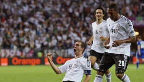 Fünfter Treffer im 90. Länderspiel: Philipp Lahm bejubelt das 1:0. (Foto)