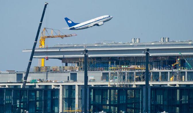 Für die Eröffnungsparty des neuen Hauptstadtflughafens Berlin Brandenburg, kurz BER, am 3. Juni 2012 war schon alles vorbereitet. Nur vier Wochen vor dem Termin ruderten die Verantwortlichen zurück. (Foto)
