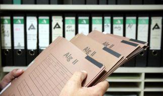 Für Hartz-IV-Empfänger gibt es ab 2013 acht Euro mehr. (Foto)