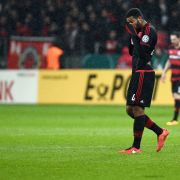 Fußball DFB-Pokal Viertelfinale: Bayer Leverkusen - Werder Bremen. Leverkusens Jonathan Tah geht vom Platz. Leverkusen verliert das Spiel mit 1:3. (Foto)