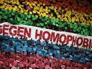 Fußballfans gegen Homophobie: Wann ist der deutsche Fußball für das erste Outing eines Stars bereit? (Foto)