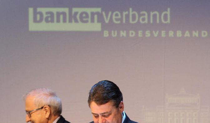Gabriel: Banken erpressen die Staaten (Foto)