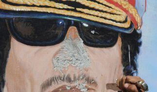 Gaddafi in der Wüste beerdigt (Foto)