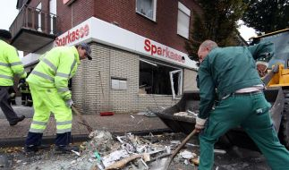 Gangster sprengen Geldautomaten samt Bankfiliale (Foto)