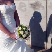 Ganz in Weiß den Ehehafen ansteuern: Für viele Paare macht erst eine individuelle Feier den Hochzeitstag perfekt.