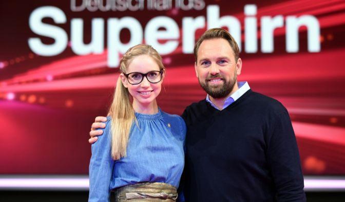 """Gedächtnisexpertin Christiane Stenger und Moderator Steven Gätjen suchen einmal mehr """"Deutschlands Superhirn"""". (Foto)"""