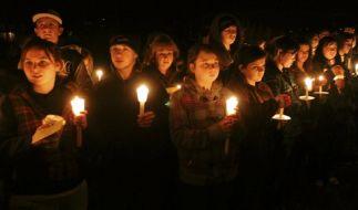 Gedenken an die terrorisierte Schülerin (Foto)