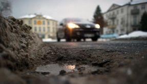 Gefährliche Krater: Auf Schlaglöcher achten (Foto)