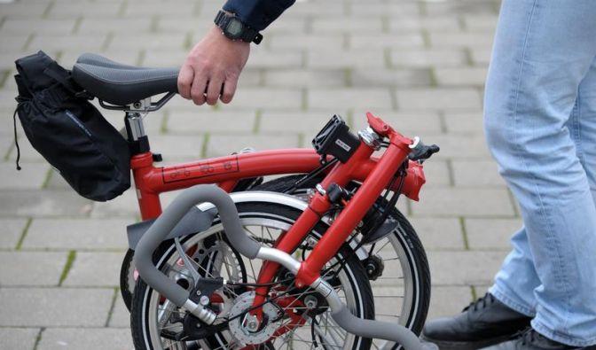 Geklappt im Zug und verstaut beim Flug - Mit Faltrad reisen (Foto)