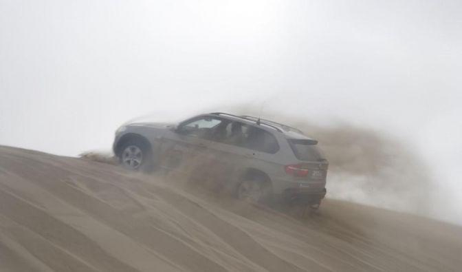 Geländewagen werden natürlich bevorzugt in der Wüste getestet. (Foto)