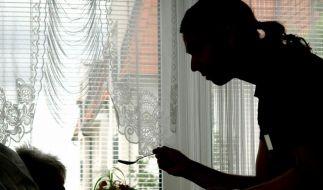 Geld an Pflegebedürftige soll schneller fließen (Foto)