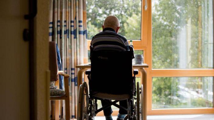 Geld für Pflegereform könnte knapp werden