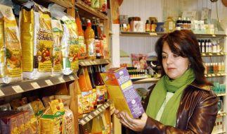 Genau hinsehen: Wer unter einer Nahrungsmittelallergie leidet, muss die Zutatenliste gründlich lesen (Foto)