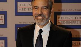 George Clooney hat gut lachen und einen Bart, mit dem er Frauenherzen schmelzen lässt. (Foto)