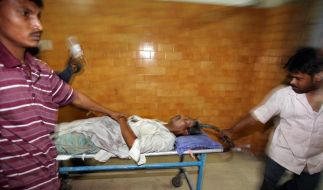 Gepanschter Alkohol tötet mehr als 140 Inder (Foto)