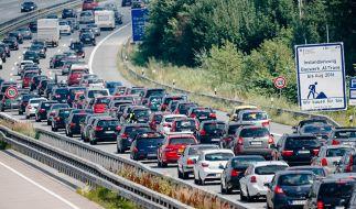 Gerade im Stau müssen Autofahrer besonders wachsam sein. (Foto)