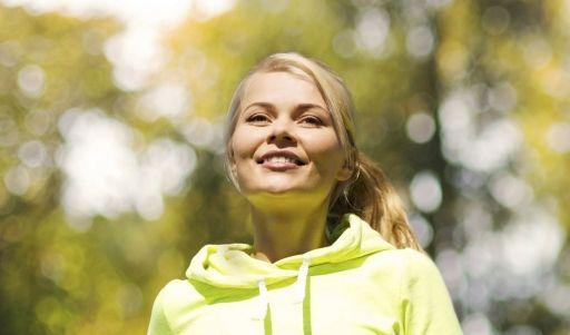 Gerade in der dunkleren Jahreszeit ist Bewegung an der frischen Luft wichtig für die Gesundheit. (Foto)