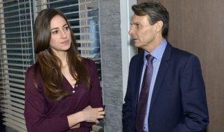 Gerner (Wolfgang Bahro) bittet Elena (Elena Garcia Gerlach) um ihren Auszug. (Foto)