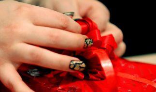 Geschenke gehören dazu, auch beim deutsch-türkischen Weihnachtsfest.  (Foto)