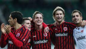 Geschlossene Eintracht: Frankfurts junge Kicker stürmten in der Hinrunde auf Platz vier. (Foto)