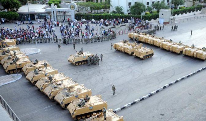 Gewalt zwischen Armee und Demonstranten in Kairo (Foto)