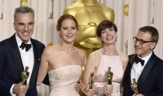 Gewinnerlächeln: Daniel Day-Lewis, Jennifer Lawrence, Anne Hathaway und Christoph Waltz in Hollywood. (Foto)