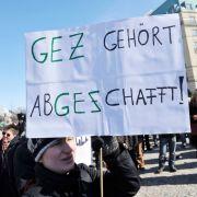 """""""GEZ gehört abGEZchafft!"""": Für viele Menschen in Deutschland sind die Gebühren ein Dorn im Auge. (Foto)"""