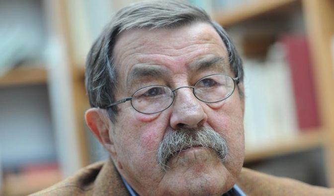 Gift oder Medizin? In seinem neuen Gedicht rechnet Günter Grass mit der Griechenlandpolitik ab. (Foto)