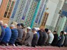 """Gläubiger Akt: Der Internetseite """"islam.de"""" zufolge müssen Muslime fünfmal am Tag beten. Morgens, mittags, nachmittags, abends und nachts. (Foto)"""