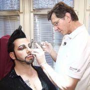 Glamourfan Glööckler lässt sich regelmäßig beim Schönheits-Doc Botox spritzen, um jung und frisch auszusehen.