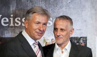 Glück im Unglück: Berlins Regierender Bürgermeister Klaus Wowereit und sein Lebensgefährte Jörn Kubicki. (Archivbild) (Foto)
