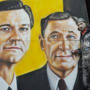 Auch die Oscar-Preisträger Colin Firth (links) und Geoffrey Rush hat der Kinoplakatmaler Götz Valien auf Leinwand gebannt.