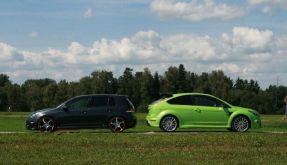 Golf GTI Abt vs.  Ford Focus RS (Foto)