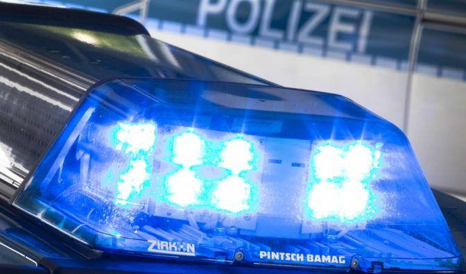 Grauenhafter Fund in Frankfurt am Main: Ein Passant entdeckte am Ostermontag ein totes Kind auf dem Rücksitz eines parkenden Autos. (Foto)