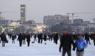 Größte Winterparty: Tausende entern Außenalster (Foto)