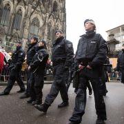 Großaufgebot der Polizei beim Kölner Karneval. (Foto)