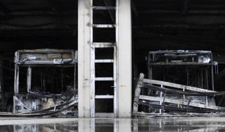 Großbrand im Busdepot (Foto)