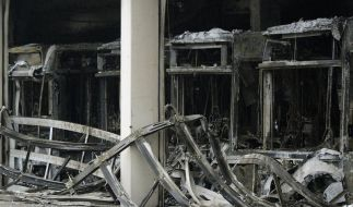 Großbrand zerstört Busdepot in Bottrop (Foto)