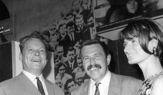 Günter Grass auf Wahlkampftour für Willy Brandt (Foto)