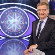 Günther Jauch bittet Kandidaten zum Quiz bis zur Million. (Foto)