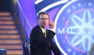 Günther Jauch (Michael Kessler) gewinnt in seiner eigenen Show eine halbe Million Euro. (Foto)