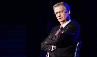 """Günther Jauch bittet bei """"Wer wird Millionär"""" wieder Kandidaten auf den Quiz-Stuhl. (Foto)"""